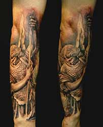 tatouage bras homme 1001 tatouage. Black Bedroom Furniture Sets. Home Design Ideas