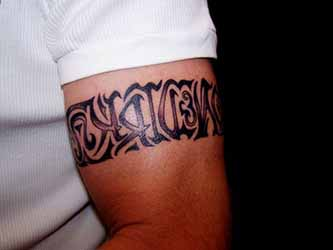 tatouage bracelet tribal homme 1001 tatouage homme. Black Bedroom Furniture Sets. Home Design Ideas