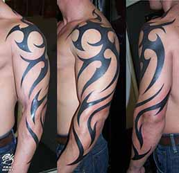 tatouage tribal bras homme 1001 tatouage homme. Black Bedroom Furniture Sets. Home Design Ideas