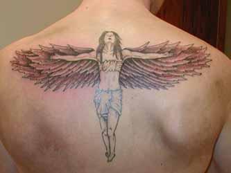 petit-tatouage-dos-homme-discret.jpg