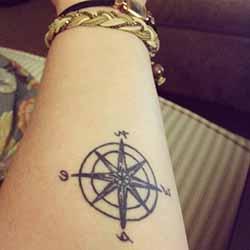 petit-tatouage-homme-avant-bras.jpg