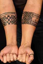 tatouage-bracelet-avant-bras-homme.jpg