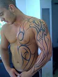 tatouage-bras-homme-tribal.jpg