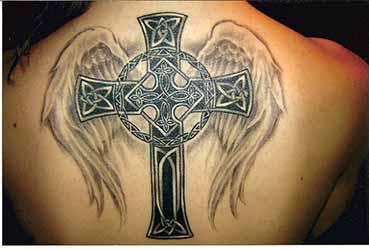 tatouage-homme-dos-croix.jpg