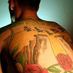 Tatouage homme rose mexicain