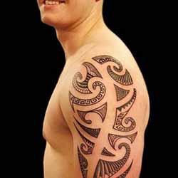 tatouage-tribal-bras-homme.jpg